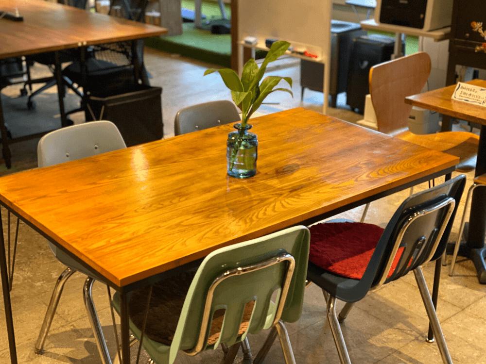 CONTENTZの花瓶テーブル席