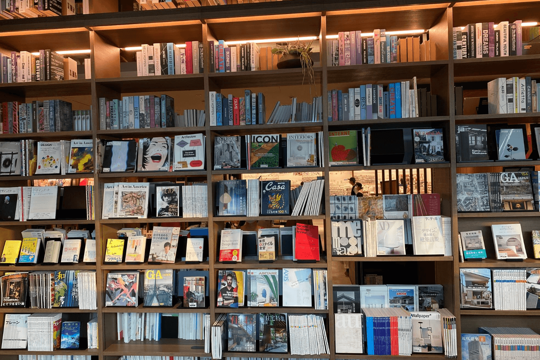 SHARE LOUNGEの書籍類