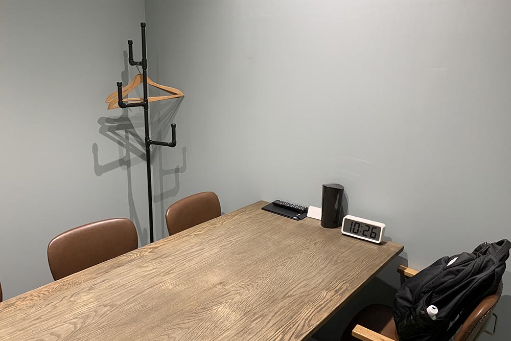 The Hub 新宿のミーティングルーム