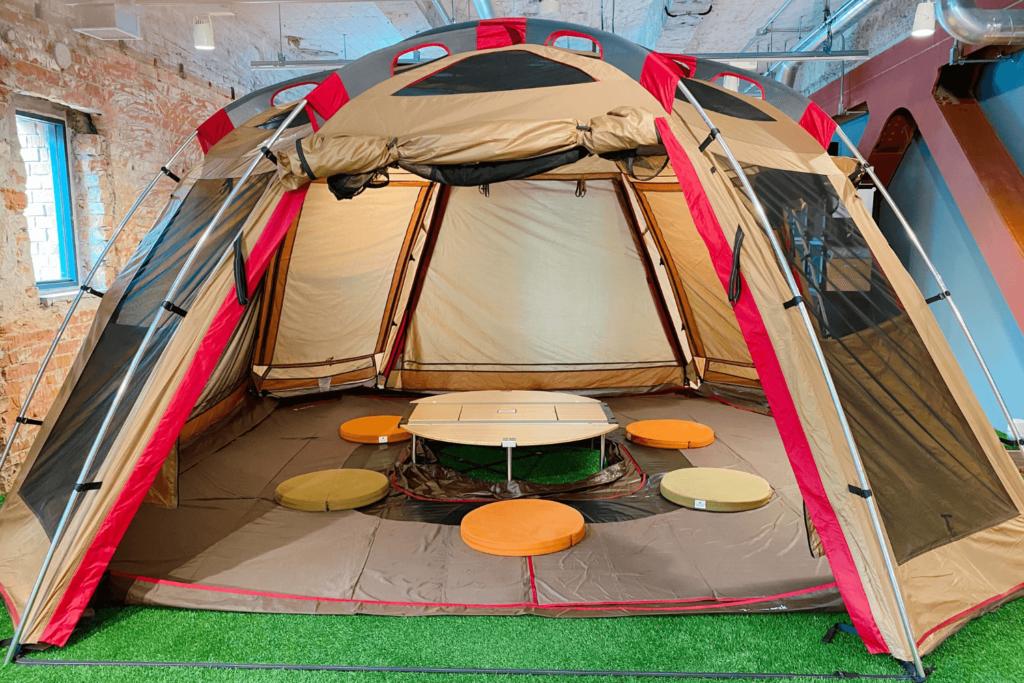 CREATIVE SPORTS LABにはSnow Peak製のテントが設置